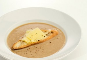 Creamy Onion Soup with Aged Cheddar
